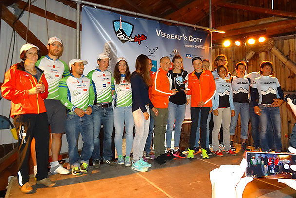Allgäu Outlet Raceteam Mixed (von links nach rechts: Elfi Wolf, Andreas Geiger, Patrick Scherer, Herbert Wagner und Dani Baldauf. Es fehlt Alexandra Hagspiel).